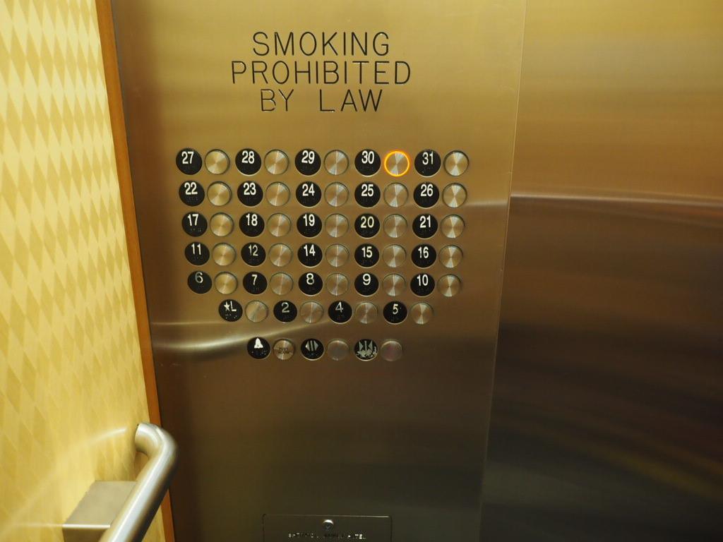 レアヒラウンジはシェラトンワイキキの30階にある