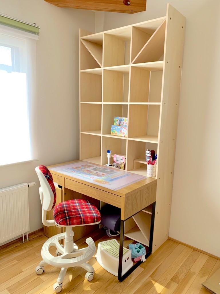 IKEAミッケの机とマルゲリータの本棚