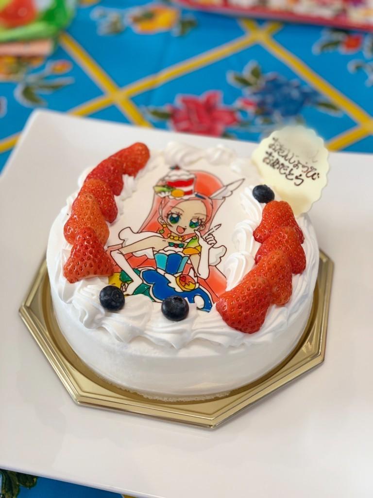 プリキュアのキャラクターケーキ
