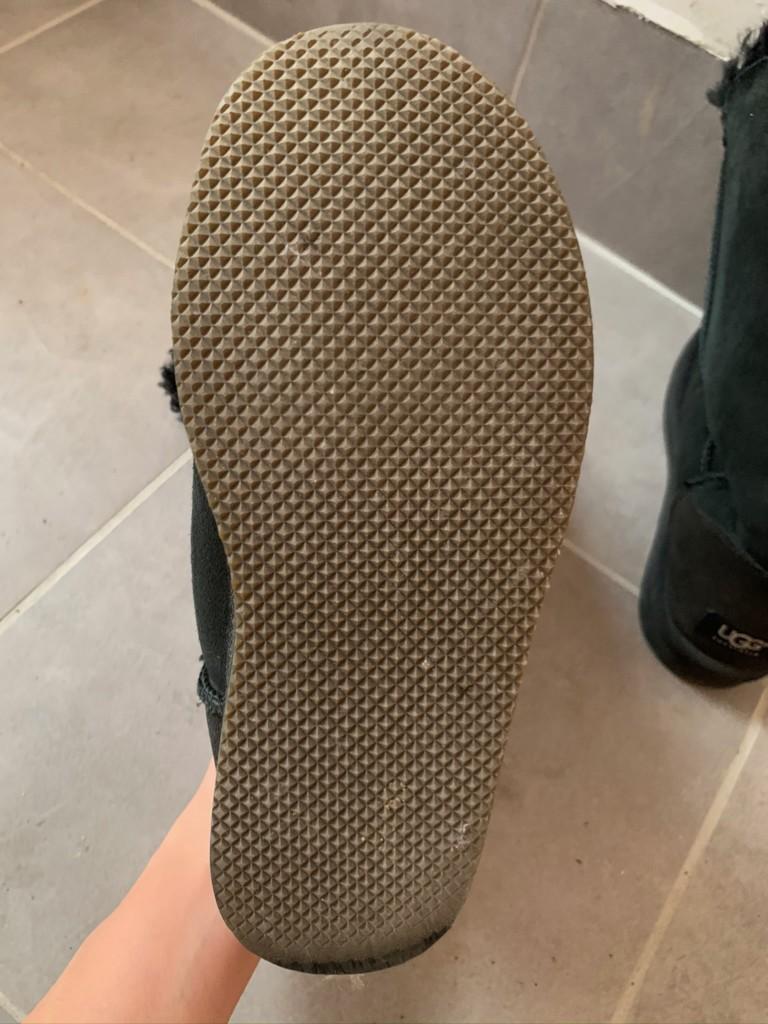 UGGの靴底に滑り止め加工をした