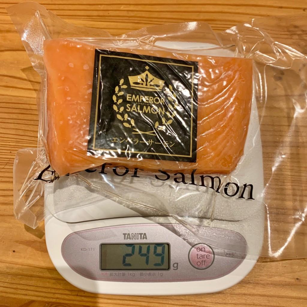 エンペラーサーモンの重さを測ってみた