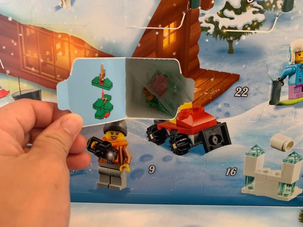レゴのアドベントカレンダーを開けたところ